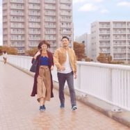 【新CM】「new balance FLEXONIC」 #2駅あるこう #2人で歩こう 出演モデルは、鈴木啓太さんと畑野ひろ子さん♪ @keita.suzuki.official @hiroko_hatano_ . 動物の骨格をデザインテーマにし、しなやかな屈曲性を生み出す「FLEXONIC」ソールを搭載したマルチスポーツシューズ。 アッパーにはストレッチ製に優れる内張りを施し、ソックスのような快適な履き心地を実現するとともに、クッション性に優れたインソールを採用することで、足入れの柔らかさを重視しています♪ ウォーキングからランニング、ジムトレーニングまで、幅広いシーンで活躍するニューアイテムです♪ 是非ご注目ください! . #newbalance #abcmart #tvcm #鈴木啓太 #畑野ひろ子 #shoes #walking #ウォーキング #シューズ #夫婦 #カップルコーデ